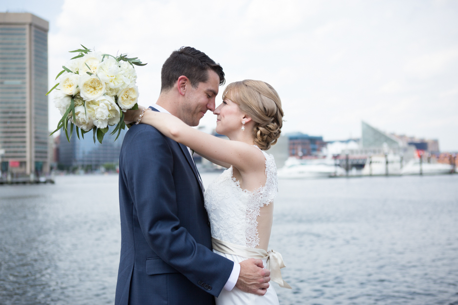 An elegant Baltimore wedding at the Maryland Science Center and Visitor